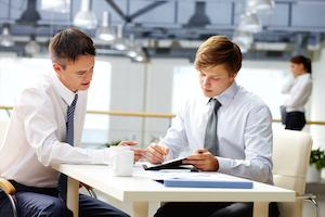 Klient får rådgivning og sparring til sine lederkompetencer og udvikling fra sin coach.