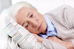Ældre kvinder oplever omsorgsvigt fra sine venner og familie og føler sig ensom i sin tilværelse