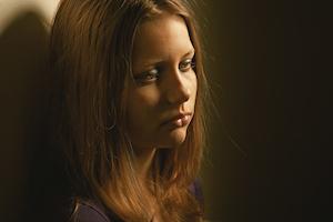 kvinde udsat for fysisk mishandling og vold sidder fast i de tanker som traumaet har forsaget
