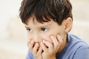 barn med reaktiv tilknytningsforstyrrelse har problemer med social tilknytning og adfærd